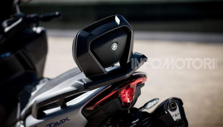 Video prova in anteprima Yamaha TMAX 560 2020, è maggiorenne ma continua a crescere - Foto 30 di 83