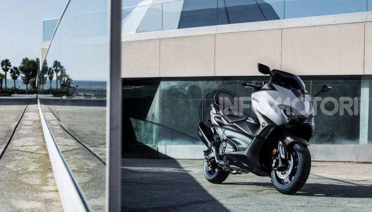 Video prova in anteprima Yamaha TMAX 560 2020, è maggiorenne ma continua a crescere - Foto 34 di 83