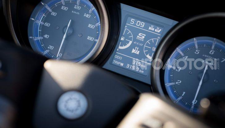 Video prova in anteprima Yamaha TMAX 560 2020, è maggiorenne ma continua a crescere - Foto 43 di 83