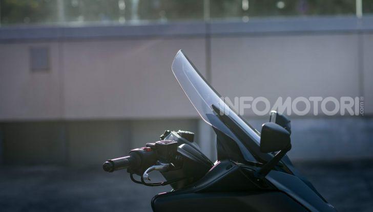 Video prova in anteprima Yamaha TMAX 560 2020, è maggiorenne ma continua a crescere - Foto 45 di 83