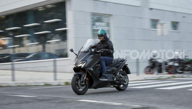 Video prova in anteprima Yamaha TMAX 560 2020, è maggiorenne ma continua a crescere - Foto 51 di 83