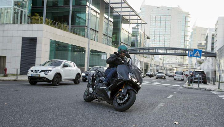 Video prova in anteprima Yamaha TMAX 560 2020, è maggiorenne ma continua a crescere - Foto 53 di 83