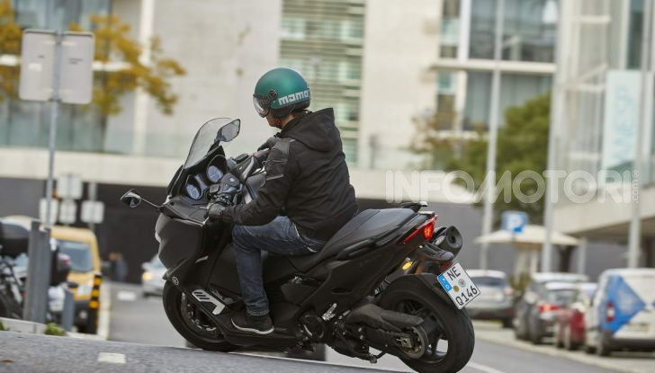 Video prova in anteprima Yamaha TMAX 560 2020, è maggiorenne ma continua a crescere - Foto 62 di 83