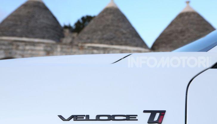 Alfa Romeo Giulia MY2020 prova su strada, motori e prezzi: la rivoluzione parte dall'interno - Foto 12 di 21