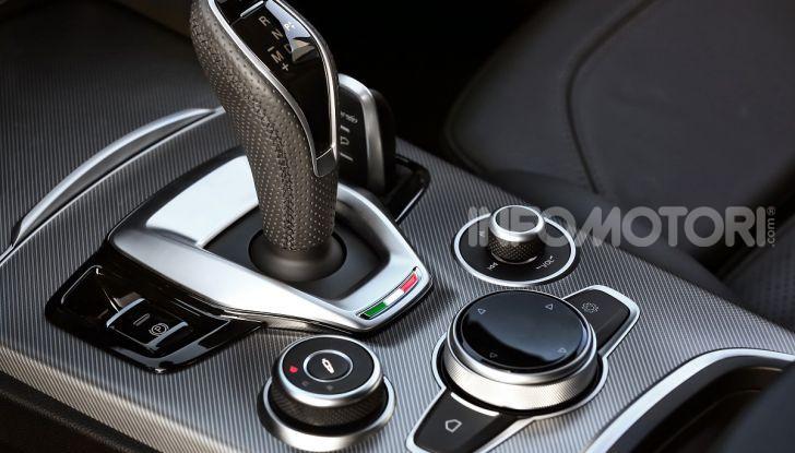 Alfa Romeo Stelvio MY2020 prova su strada, prezzi e motori - Foto 25 di 32