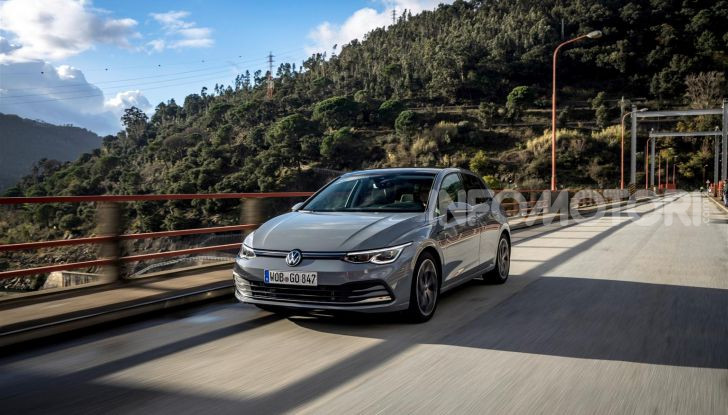 Nuova Volkswagen Golf 8: prova su strada, motori e prezzi - Foto 2 di 22