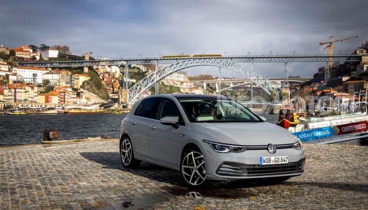 Nuova Volkswagen Golf 8: prova su strada, motori e prezzi - Foto 1 di 22
