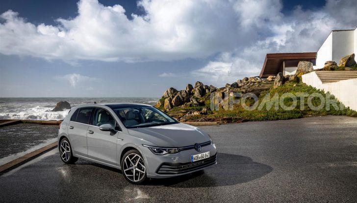 Nuova Volkswagen Golf 8: prova su strada, motori e prezzi - Foto 12 di 22