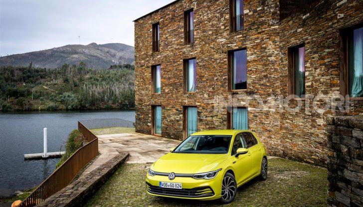 Nuova Volkswagen Golf 8: prova su strada, motori e prezzi - Foto 13 di 22