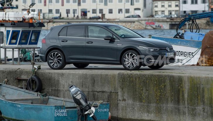 Nuova Volkswagen Golf 8: prova su strada, motori e prezzi - Foto 18 di 22