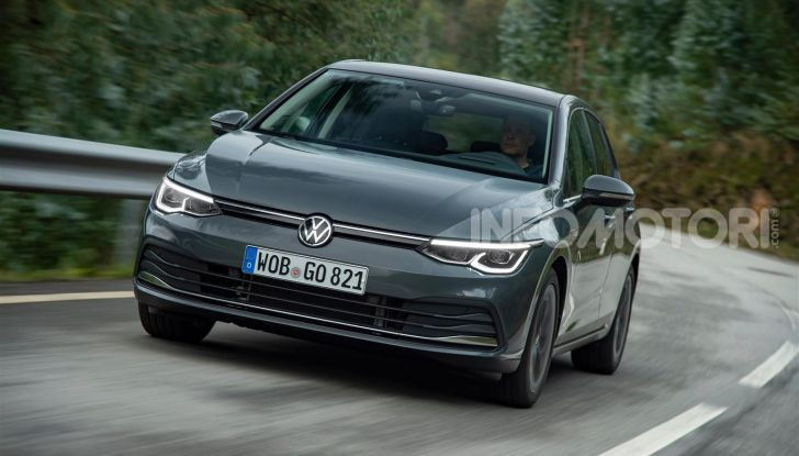 Nuova Volkswagen Golf 8: prova su strada, motori e prezzi - Foto 3 di 22