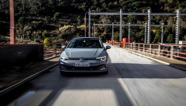 Nuova Volkswagen Golf 8: prova su strada, motori e prezzi - Foto 4 di 22