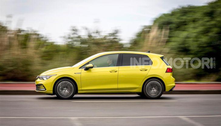 Nuova Volkswagen Golf 8: prova su strada, motori e prezzi - Foto 5 di 22