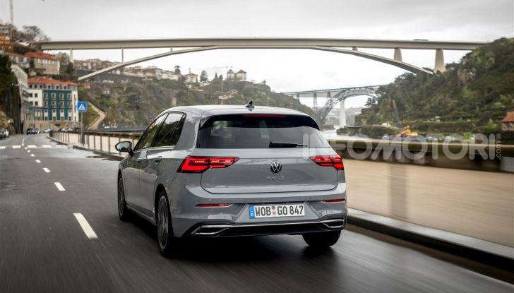 Nuova Volkswagen Golf 8: prova su strada, motori e prezzi - Foto 8 di 22