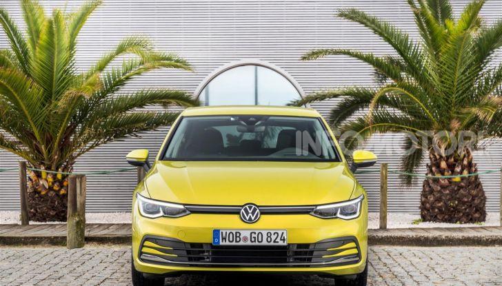 Nuova Volkswagen Golf 8: prova su strada, motori e prezzi - Foto 11 di 22