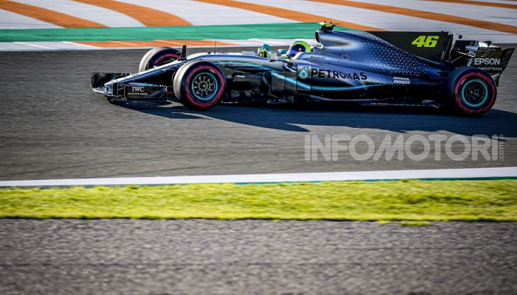 Hamilton e Rossi si scambiano i ruoli a Valencia: il Dottore in F1, Lewis con la MotoGP - Foto 11 di 22