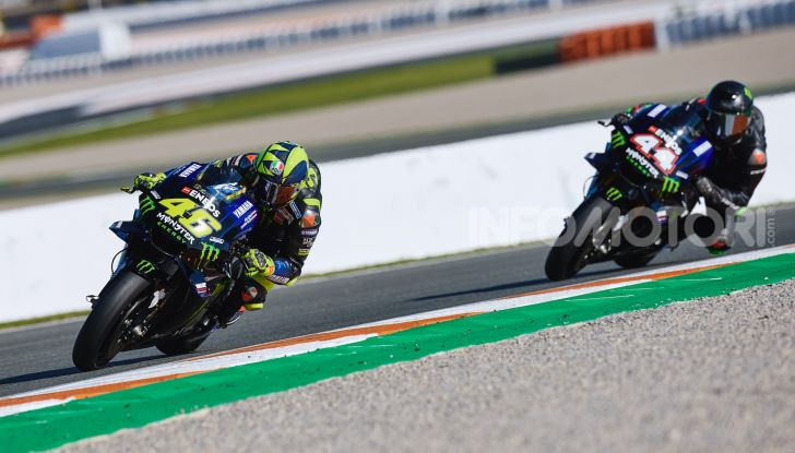 Hamilton e Rossi si scambiano i ruoli a Valencia: il Dottore in F1, Lewis con la MotoGP - Foto 20 di 22