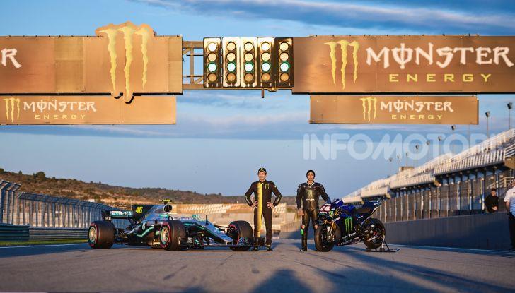 Hamilton e Rossi si scambiano i ruoli a Valencia: il Dottore in F1, Lewis con la MotoGP - Foto 22 di 22