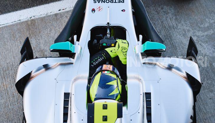 Hamilton e Rossi si scambiano i ruoli a Valencia: il Dottore in F1, Lewis con la MotoGP - Foto 5 di 22