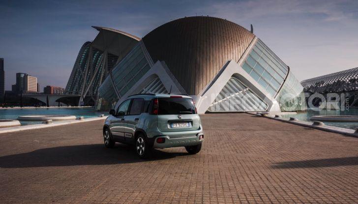 Fiat Panda Easy Hybrid: linee morbide, tanto spazio e poche emissioni - Foto 6 di 16