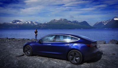 Una Tesla Model 3 a Capo Nord per testare la batteria