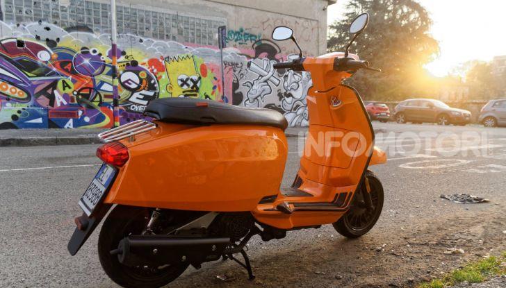 Prova Lambretta V 200 Special, il Lambro torna a scorrere su due ruote - Foto 11 di 25