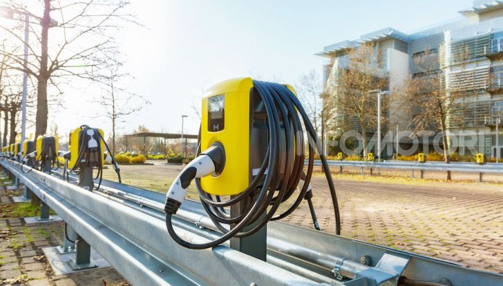 """Con Opel la """"Città Elettrica"""" è realtà: installate 350 colonnine - Foto 3 di 4"""
