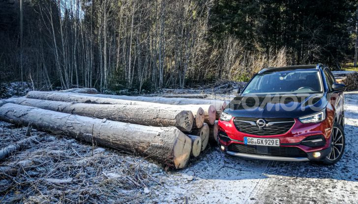 Prova Opel Grandland X Hybrid4, il SUV ecologico per andare ovunque - Foto 1 di 15