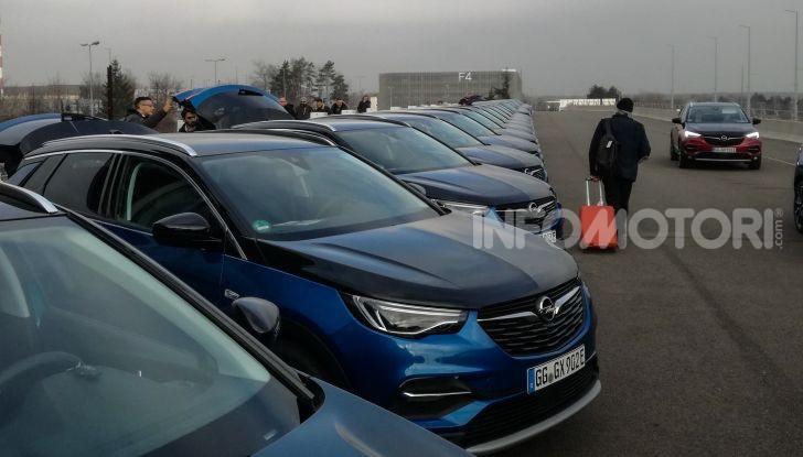 Prova Opel Grandland X Hybrid4, il SUV ecologico per andare ovunque - Foto 7 di 15