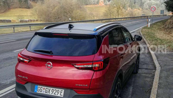 Prova Opel Grandland X Hybrid4, il SUV ecologico per andare ovunque - Foto 9 di 15