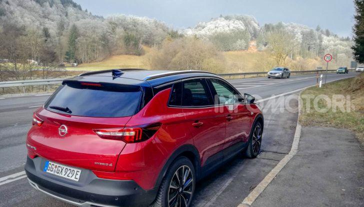 Prova Opel Grandland X Hybrid4, il SUV ecologico per andare ovunque - Foto 3 di 15