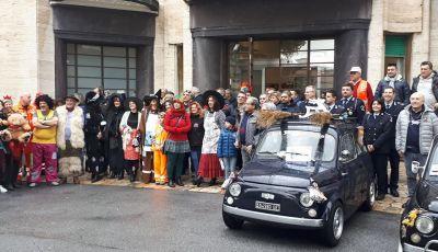 La Befana arriva all'Ospedale Gaslini di Genova… con le Fiat 500!