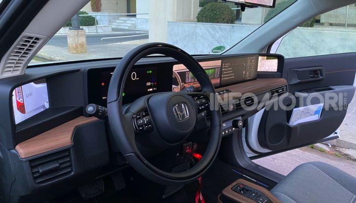 [VIDEO] Prova nuova Honda E: la citycar elettrica tutto divertimento! - Foto 2 di 14