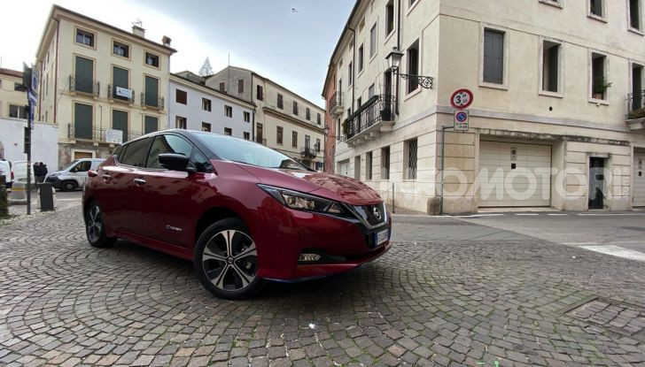 Nissan Leaf e+ 62 kWh prova su strada: prestazioni, autonomia e prezzi - Foto 1 di 37