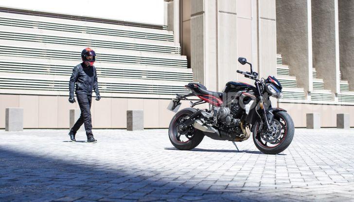 Triumph Street Triple R 2020: aggressiva nelle prestazioni e nel prezzo - Foto 7 di 15