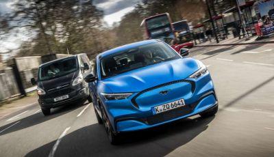 Ford Mustang: nel 2022 in arrivo la versione ibrida e 4×4