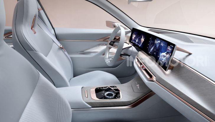 BMW Concept i4: la prima gran coupé 100% elettrica del brand tedesco - Foto 15 di 16