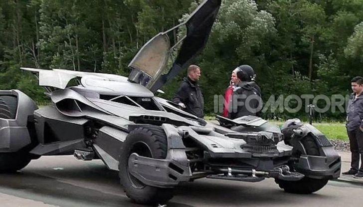 Una Batmobile nei parcheggi della polizia di Mosca - Foto 2 di 5