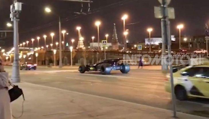 Una Batmobile nei parcheggi della polizia di Mosca - Foto 5 di 5