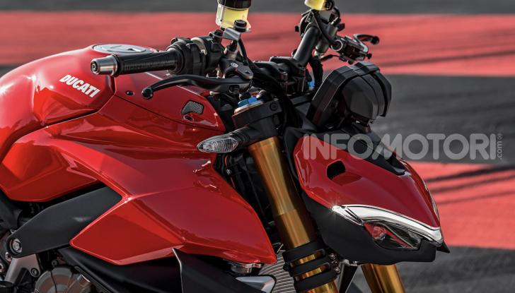 Ducati Streetfighter V4, la power naked dalla doppia personalità - Foto 10 di 16