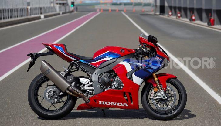 Honda: cinque star della pista a Losail per provare la CBR1000RR-R Fireblade SP - Foto 2 di 11