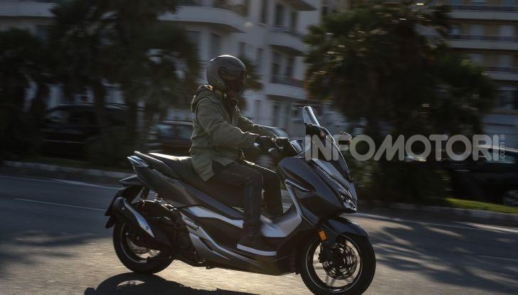 Honda Forza 300 2020 Limited Edition: look sportivo e praticità ai massimi livelli - Foto 11 di 23