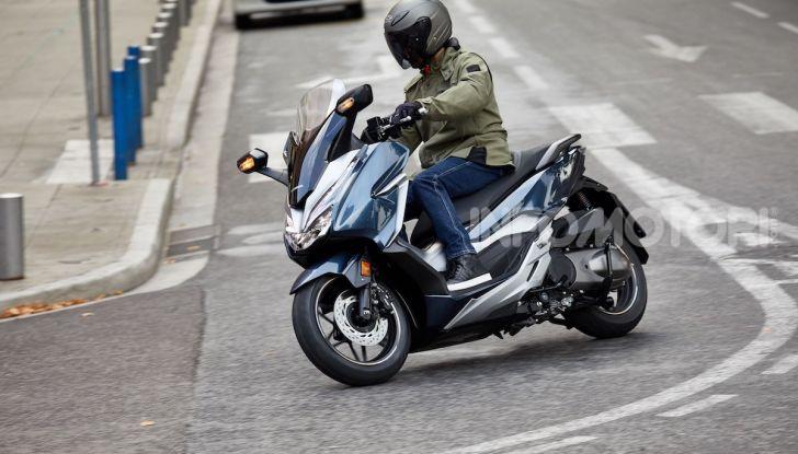 Honda Forza 300 2020 Limited Edition: look sportivo e praticità ai massimi livelli - Foto 12 di 23
