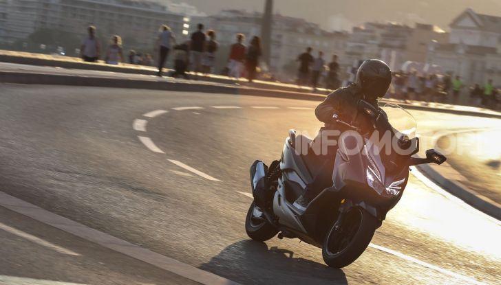Honda Forza 300 2020 Limited Edition: look sportivo e praticità ai massimi livelli - Foto 13 di 23