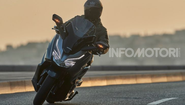 Honda Forza 300 2020 Limited Edition: look sportivo e praticità ai massimi livelli - Foto 14 di 23