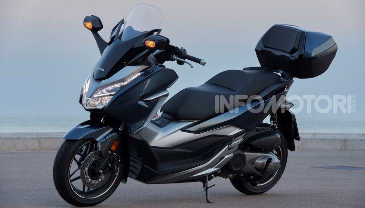 Honda Forza 300 2020 Limited Edition: look sportivo e praticità ai massimi livelli - Foto 15 di 23