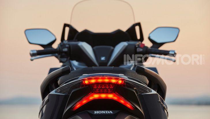 Honda Forza 300 2020 Limited Edition: look sportivo e praticità ai massimi livelli - Foto 16 di 23