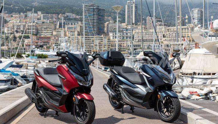 Honda Forza 300 2020 Limited Edition: look sportivo e praticità ai massimi livelli - Foto 19 di 23