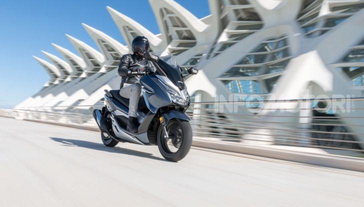 Honda Forza 300 2020 Limited Edition: look sportivo e praticità ai massimi livelli - Foto 7 di 23