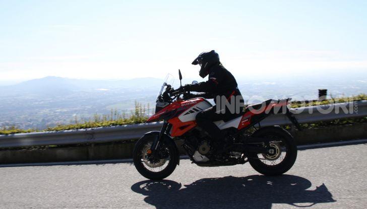 Test Ride Suzuki V-Strom 1050XT: la crossover che ama l'asfalto e non disdegna l'off-road - Foto 1 di 42